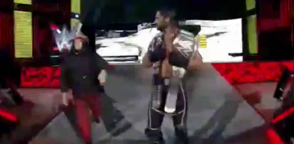 Un aficionado caminó la rampa junto a Seth Rollins — Recordamos a otros fans entrometidos (y cómo les ha ido) 1