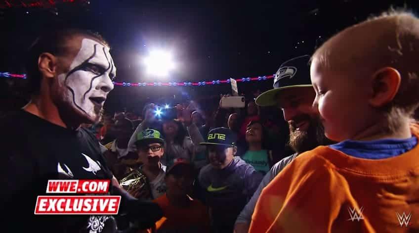 John Cena y Sting felicitan a pequeña superviviente de cáncer al finalizar Raw 1