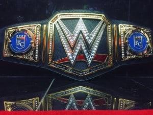 King of the Kings, Triple H, muestra su realeza con soberano regalo para The Royals. 2