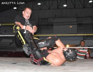 Black Terry, maestría pura en el ring.