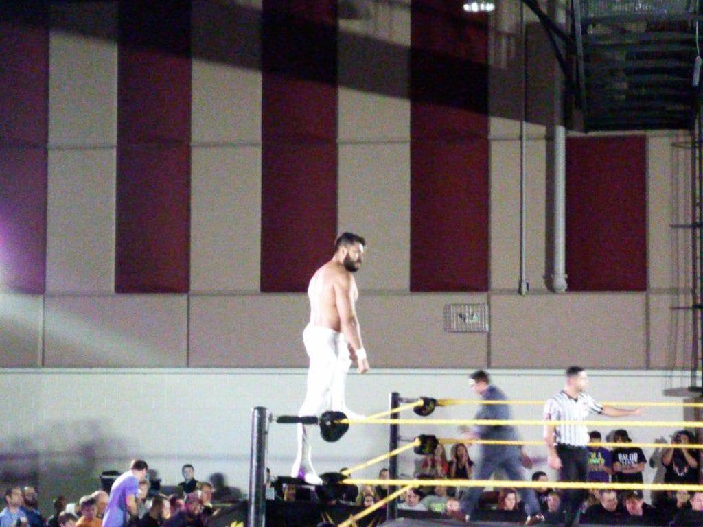 Manny Andrade (La Sombra) debuta en WWE NXT (08/01/2016) / Twitter.com/Manic_Pineapple