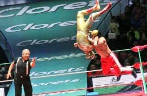 CMLL – Una mirada semanal al CMLL (del 11 al 17 de febrero de 2016) - Mephisto quiere el campeonato de Máscara Dorada, Felino y Súper Crazy en candente rivalidad y mucho más... 20