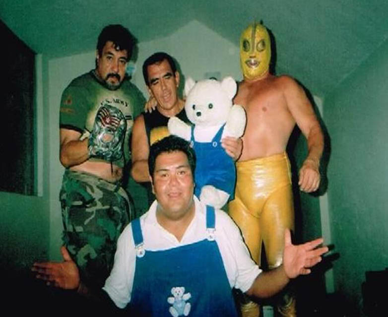 Baby Pérez con Rambo, Black Terry y Ultraman.