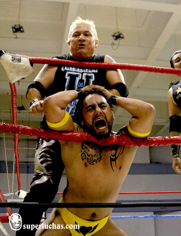 Scorpio Jr. mostró su colmillo ante Alastor / Foto de Luis Manuel Rivera.