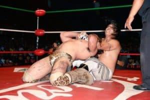 Rey Cometa somete a Bárbaro Cavernario y es nuevo Campeón Nacional Welter del CMLL 95