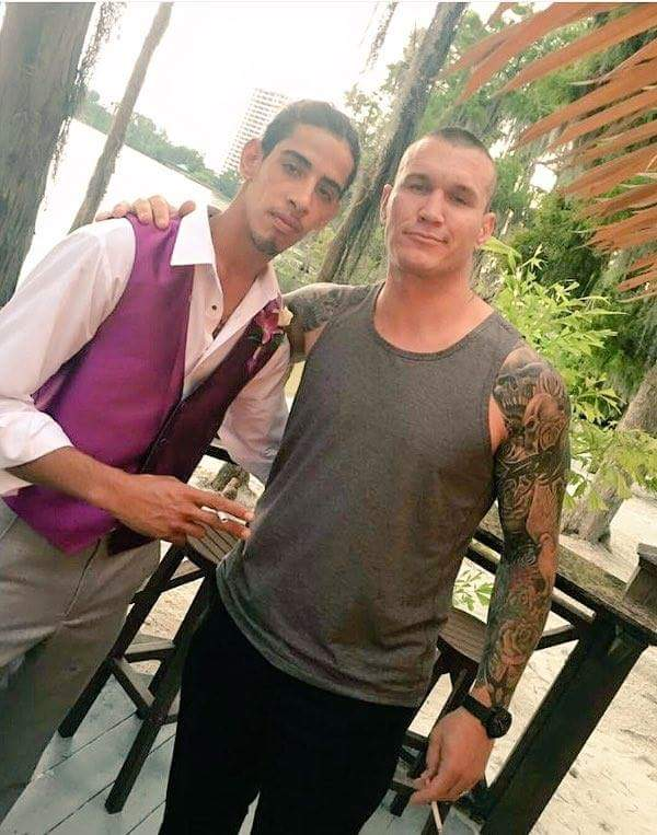 Un fanático junto a Randy Orton (15/06/2016) / Facebook.com/WIFOWUF