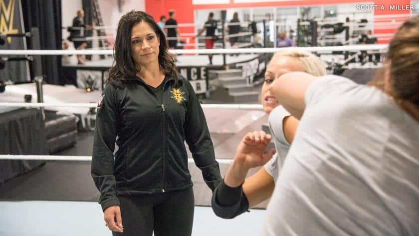 La nueva Sarah Stock, entrenadora de mujeres en WWE. Foto WWE.com