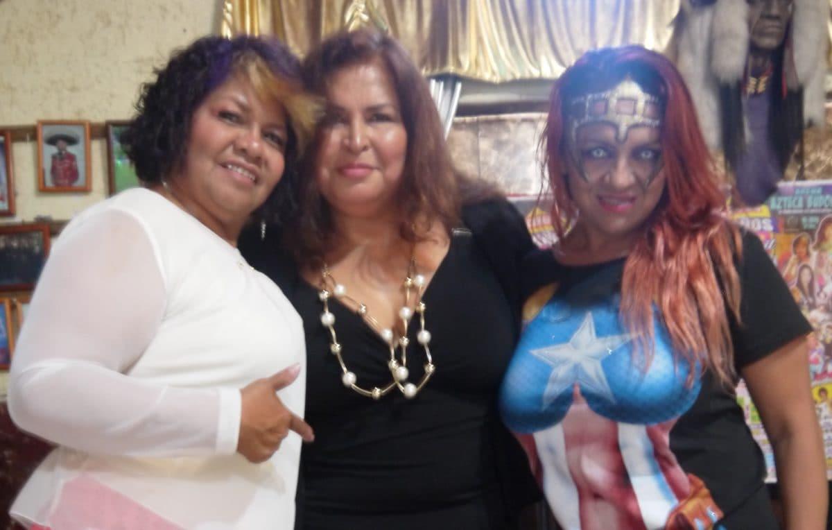 """Tres bellas al frente del proyecto: Tania, la Guerrillera; Lola """"Dinamita"""" González y Esther """"Tormenta"""" Moreno, al frente de la idea, o mejor dicho, el sueño."""
