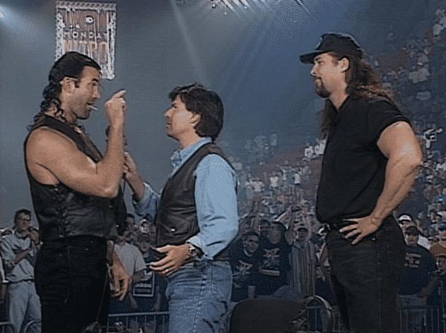Los Forasteros y sin nombre llegan a WCW