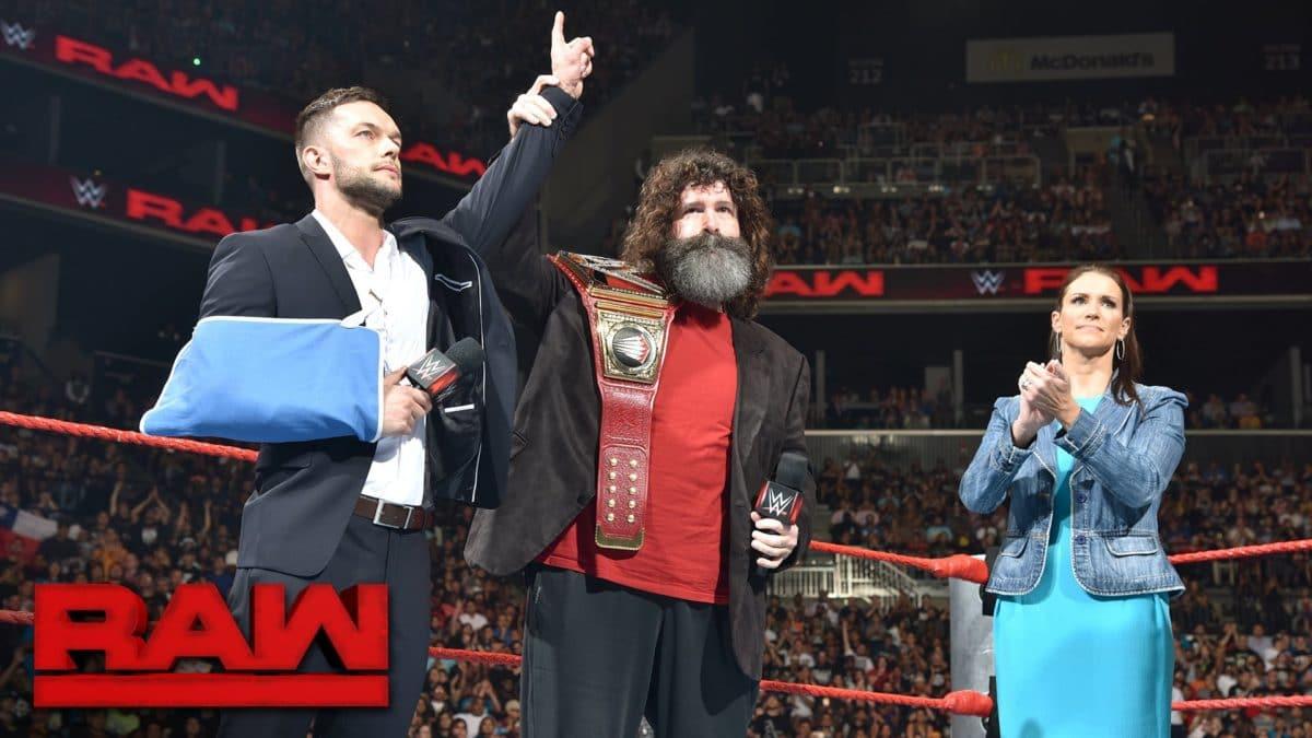Finn Bálor deja vacante el WWE Universal Championship en WWE Monday Night Raw (22/08/2016) / YouTube.com/WWE