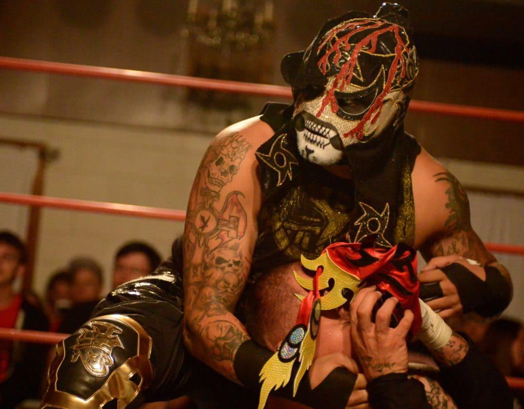 La noche del Cero Miedo: Pentagón Jr. retiene su título AAW ante Ciampa. Callihan destroza a Fénix. 2