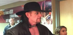 The Undertaker regresa en el Quicken Loans Arena para apoyar a los Cleveland Cavaliers (25/10/2016)