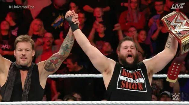 Kevin Owens retiene el Campeonato Universal WWE con ayuda de Chris Jericho en WWE Roadblock 2016 (18/12/2016) / Twitter.com/WWE