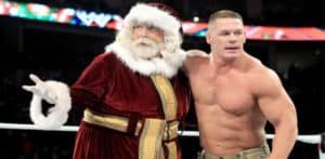 Papá Noel (Mick Foley) y John Cena en WWE Monday Night Raw (2012) / WWE©