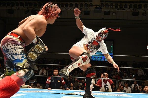 """NJPW/CMLL: Resultados """"Fantasticamanía 2017"""" - 20/01/2017 - Dragon Lee defiende su cetro pero sufre el artero ataque de Hiromu Takahashi 7"""