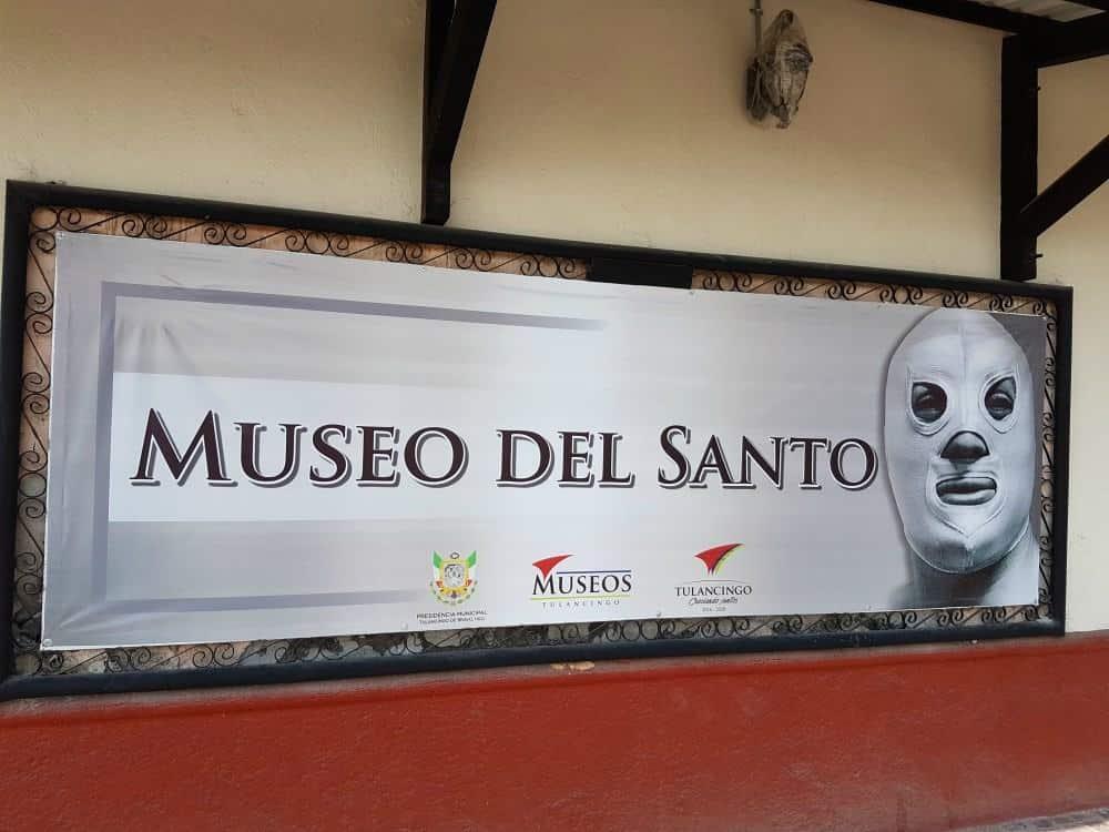 """Entrevista al encargado del Museo del Santo: """"Lo conocí cuando tenía 12 años, me dio la mano, me cargó y me subió al ring"""" 19"""
