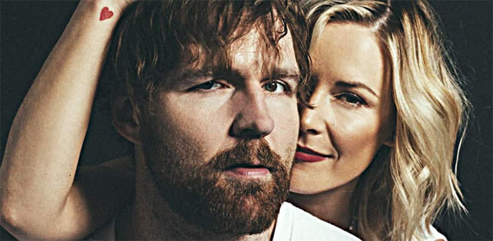 Renee Young y Jon Moxley
