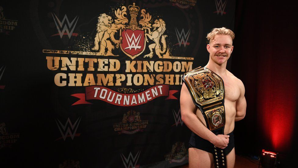 Tyler Bate como el PRIMER WWE United Kingdom Champion (15/01/2017) / BBC©