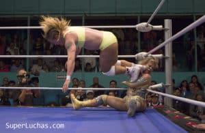 Arena Puebla: Dalys vs. Sugey por el título mundial femenil 36