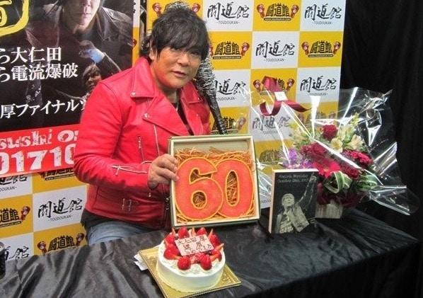 Atsushi Onita celebró 60 años de edad, confirmó su retiro. 1