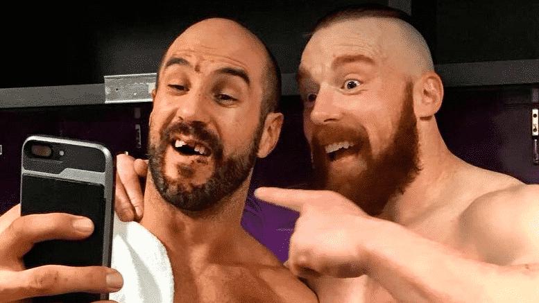 Sheamus y Cesaro, a quien le falta un diente.