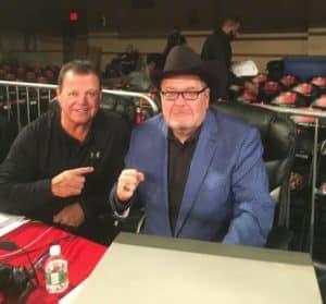 "Jerry ""The King"" Lawler y Jim Ross desde el Manhattan Center para el Aniversario 25 de WWE Monday Night Raw (22/01/2018) / Facebook.com/Four3Four"