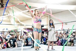 Rumbo a WWE: La emotiva despedida de Candice LeRae de las Indie en Bar Wrestling (18/01/2018) / Twitter.com/CandiceLeRae