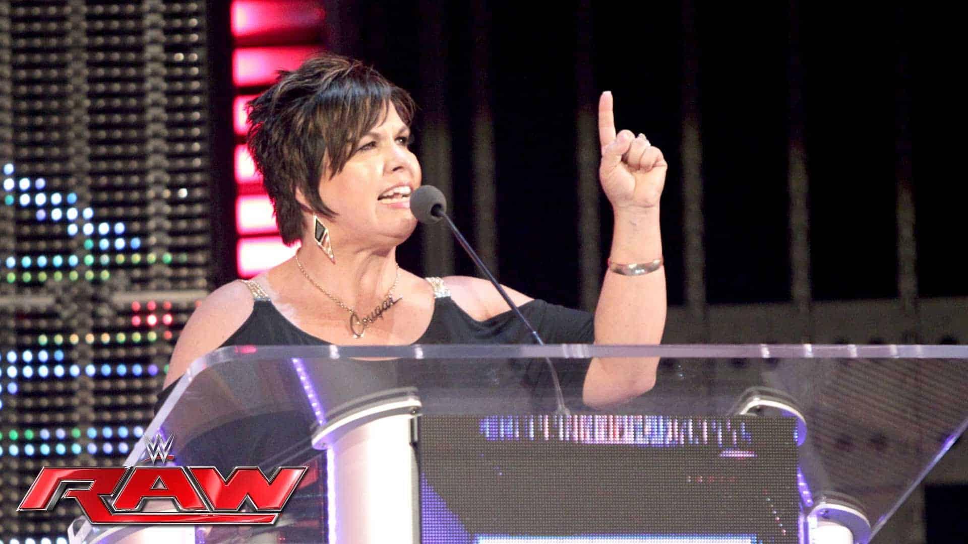 Jim Ross defiende a Vickie Guerrero
