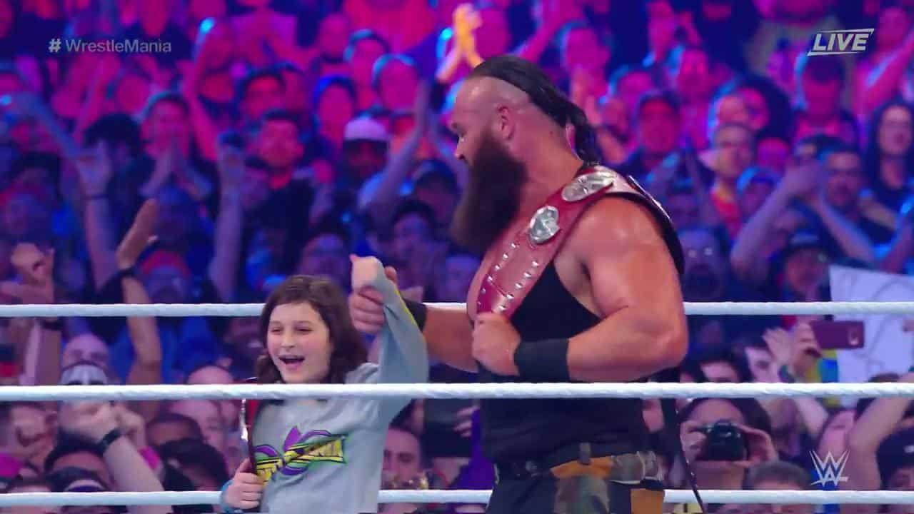 Nicholas (hijo del árbitro John Cone) y Braun Strowman, nuevos Campeones en Pareja Raw en WWE WrestleMania 34 (08/04/2018) / WWE©