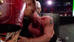 Paul Heyman con el Campeonato Universal WWE tras la polémica victoria de Brock Lesnar sobre Roman Reigns en WWE Greatest Royal Rumble (27/04/2018 - Yeda, Arabia Saudita) / WWE©