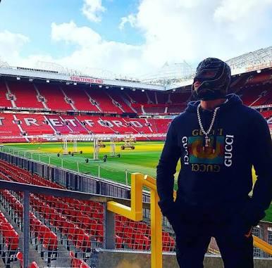 Rey Mysterio recibe regalo del Manchester United 3
