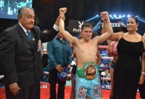 Carlos Cuadras triunfa en Sinaloa 2