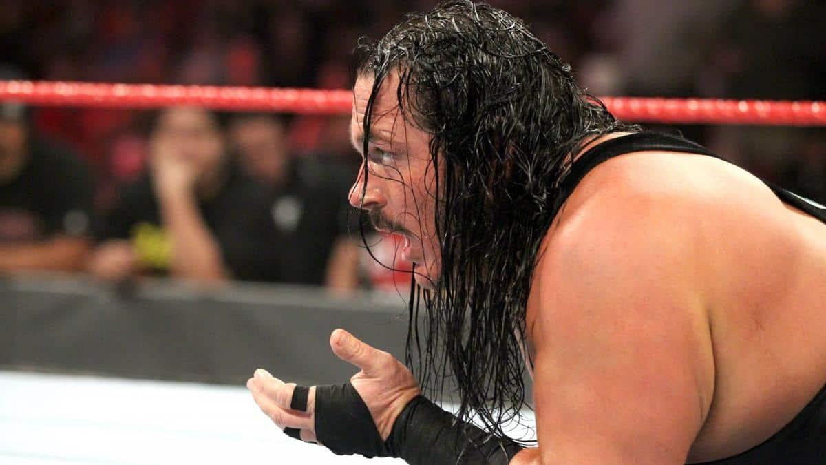Rhyno ayer en Monday Night Raw, instantes después de perder ante Heath Slater y saber que estaba despedido (03/12/2018) - WWE
