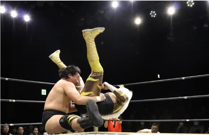 "DDT: ""D-King Grand Prix 2019"" Día 5 Shinya Aoki es doble monarca 3"