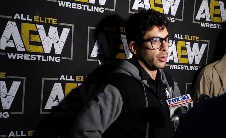 Tony Khan ayer atendiendo a los medios tras la presentación al mundo de AEW - Daily Wrestling News