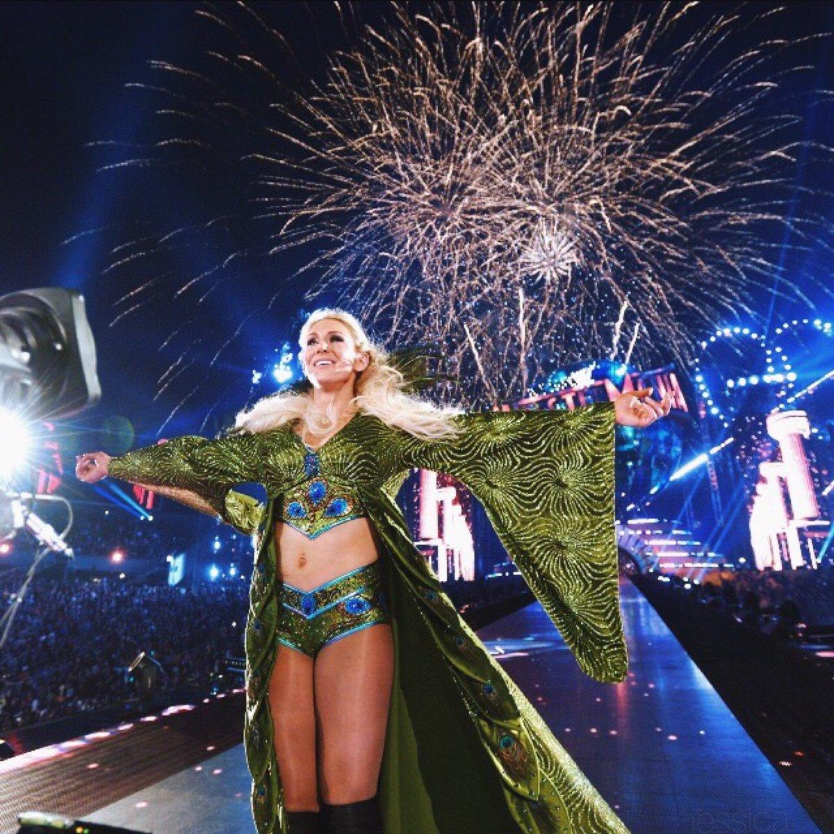 "Charlotte tiene nuevo apodo y camiseta: ""Miss WrestleMania"" 3"