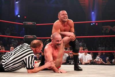 ¿Dónde tuvo Kurt Angle sus mejores luchas: WWE o TNA? 8