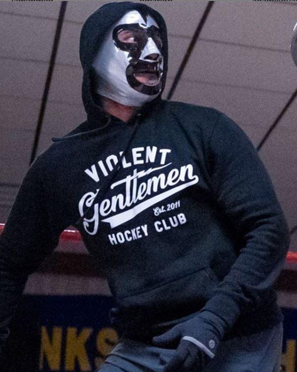 Literalmente: ¡CM Punk volvió al ring... y con promo incluida! Y no, no fue enmascarado.