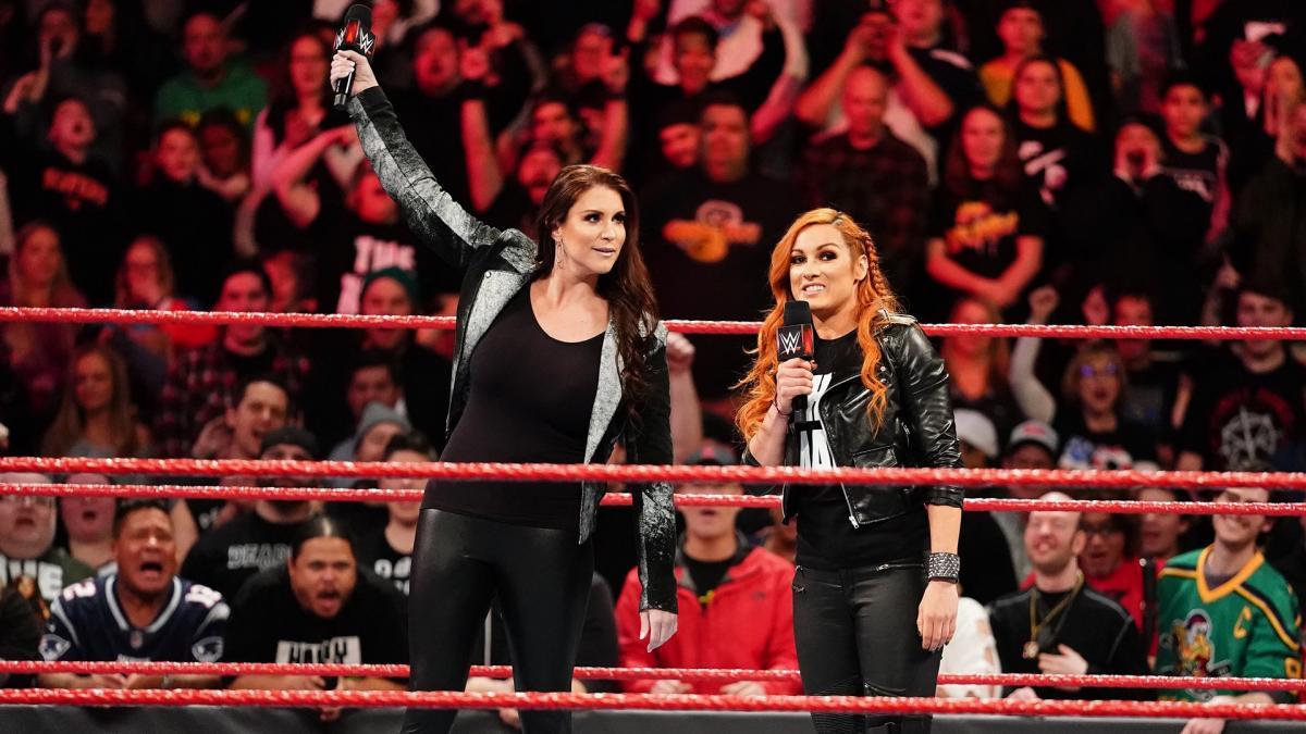 Stephanie McMahon y Becky Lynch en WWE Monday Night Raw (04/02/2019) / WWE