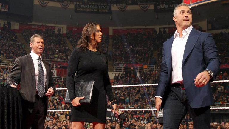 """Stephanie McMahon tiene un consejo para los fans: """"Sean pacientes"""" 1"""