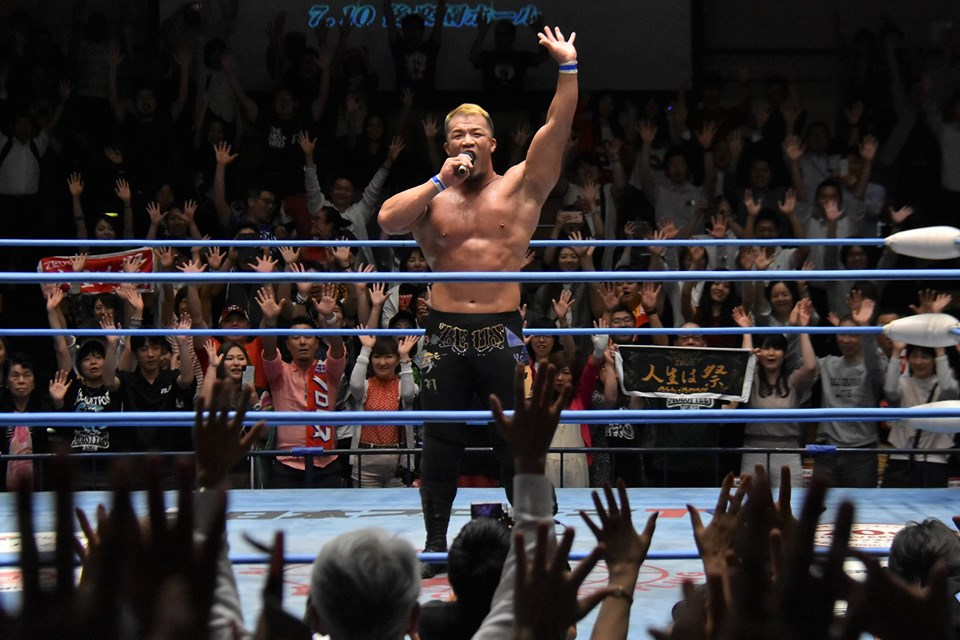 """AJPW: """"Fan Appreciation Day"""" Zeus es retador a la Triple Corona 1"""