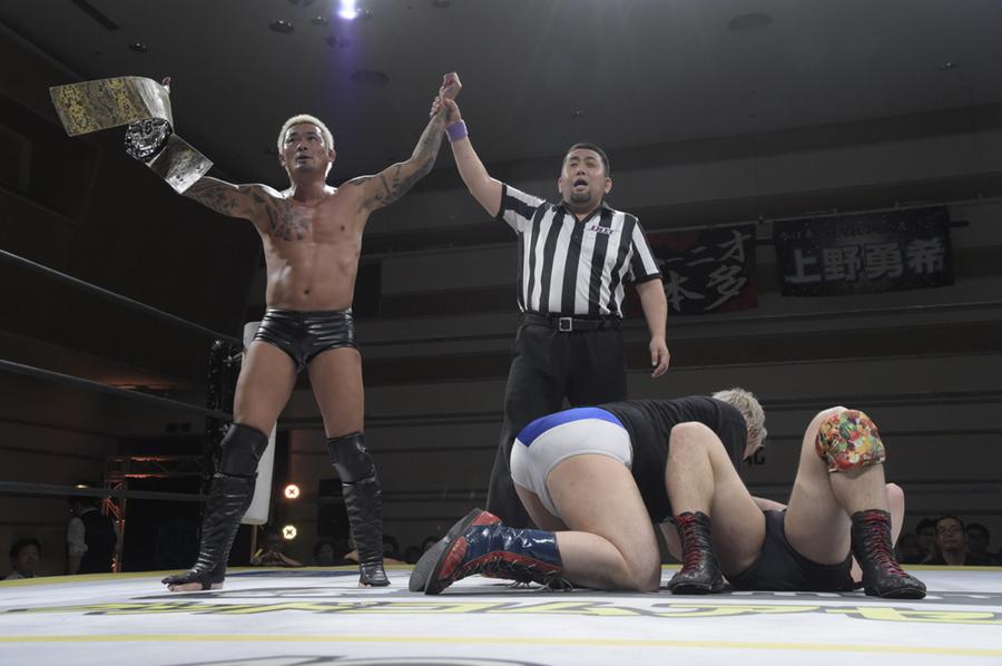 "DDT: ""Yokohama Twilight 2019"" Yukio Sakaguchi retiene título 1"