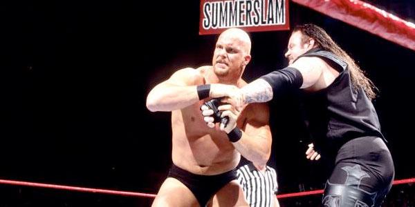Stone Cold le quita el personaje a The Undertaker