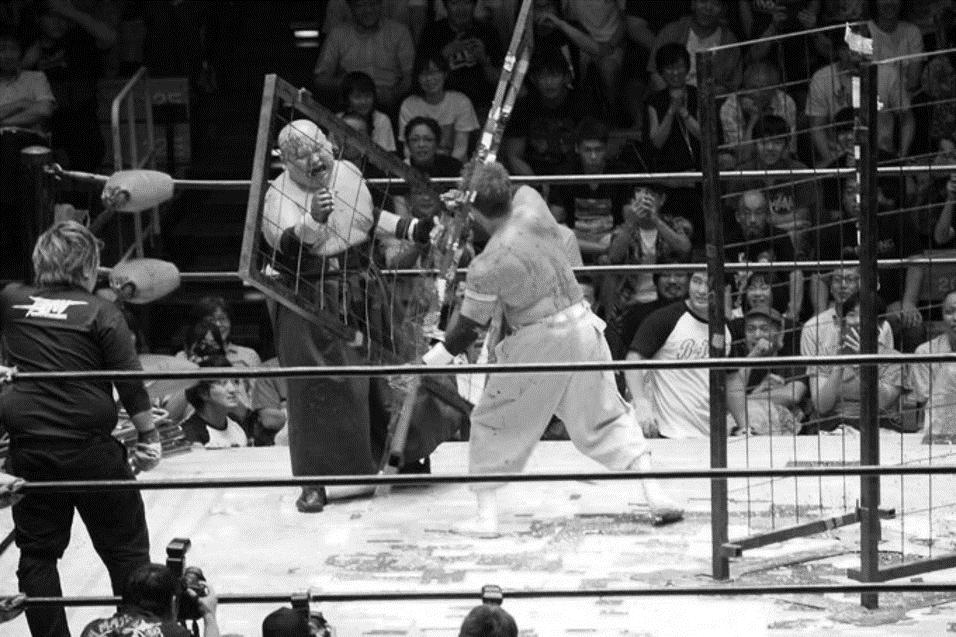 BJW: TAJIRI defiende su título, despiden a la jaula de hierro 6