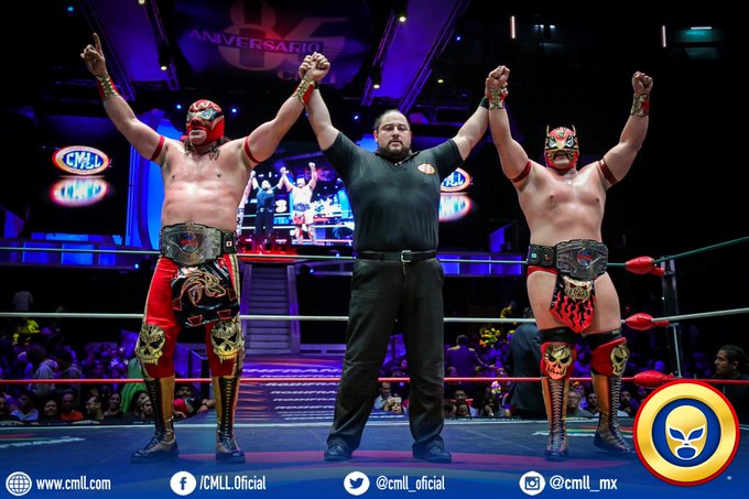 CMLL: Los Guerreros Laguneros defendieron título mundial de Parejas 20