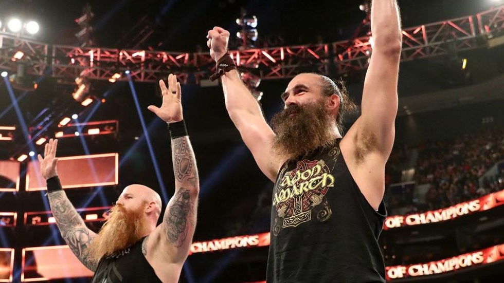 Reigns y Bryan vs. Harper y Rowan