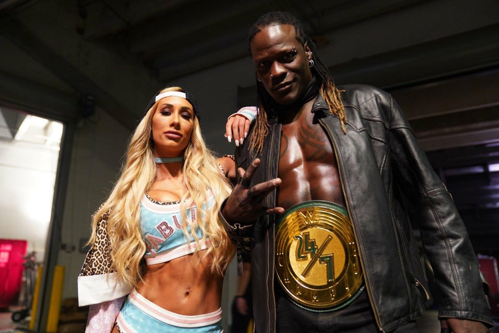 Por qué se separaron Carmella y R-Truth
