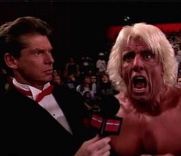 Vince McMahon entrevistando a Ric Flair en WWF