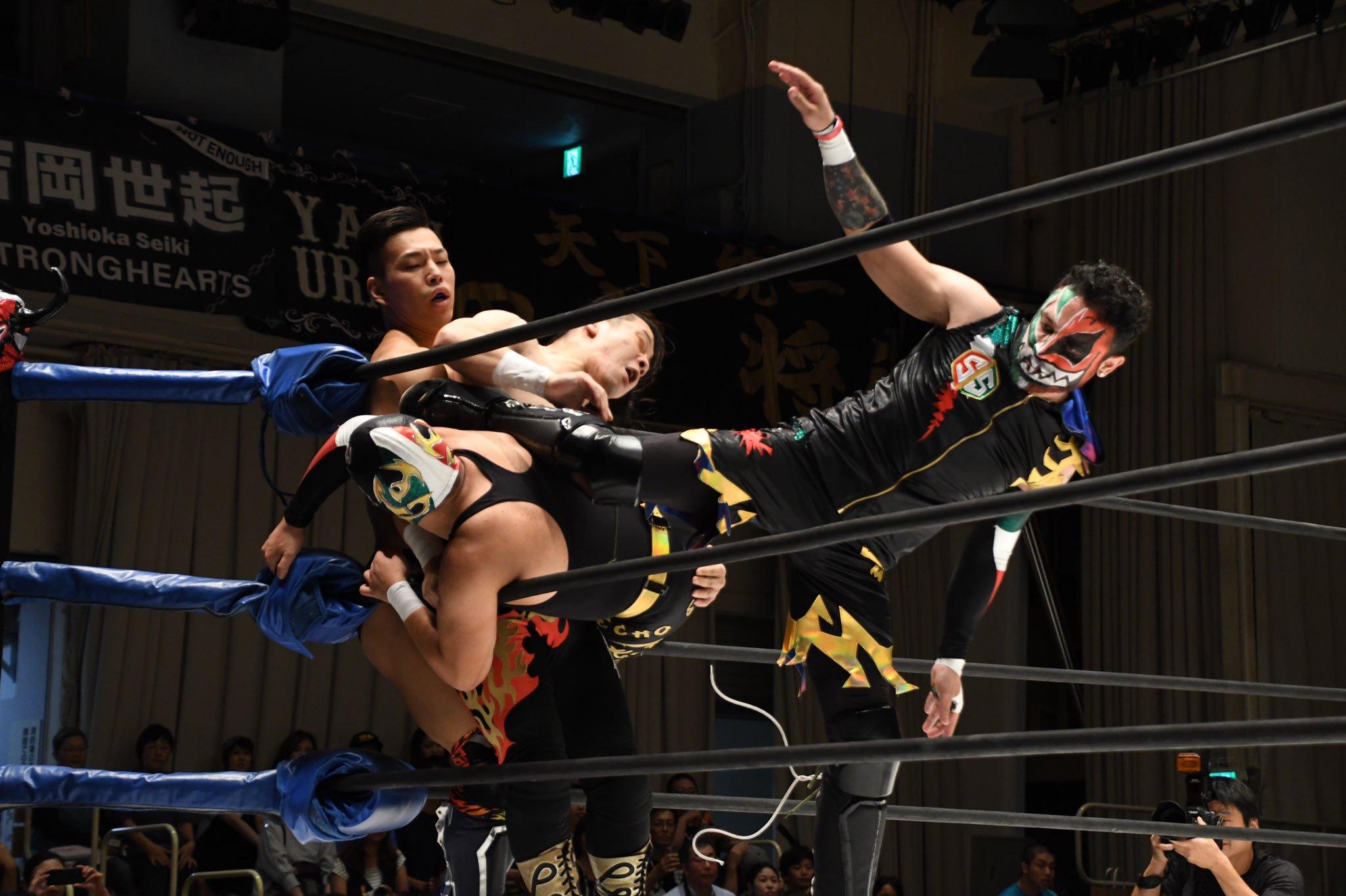 J-Stage en el Korakuen Hall, llega Strong Hearts con Látigo y Arez 3