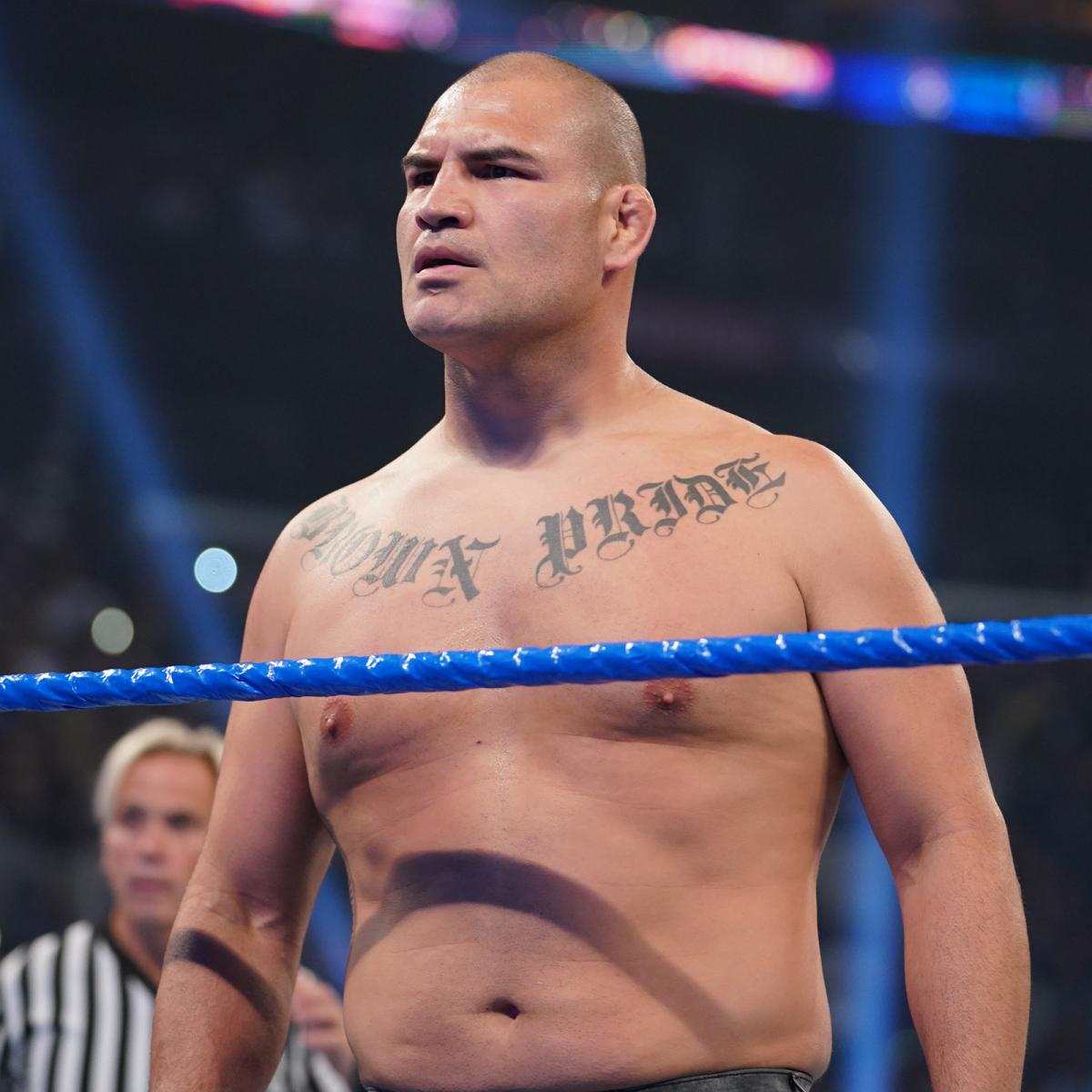 Caín Velásquez prepara su debut en WWE Caín Velásquez debuta en WWE atacando a Brock Lesnar (04/10/2019) / WWE